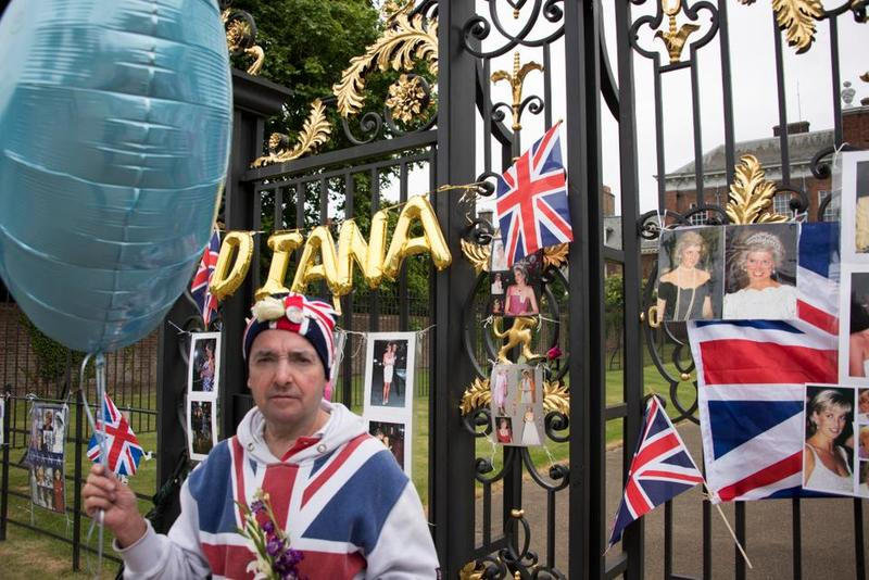 Kensington Palace's gates covered with flags and pictures of the late Princess
